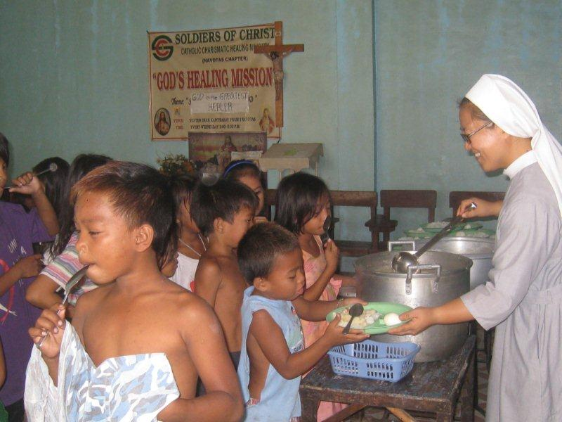 Kapitbahayan feeding center (130children)-Sr.Franz(1)