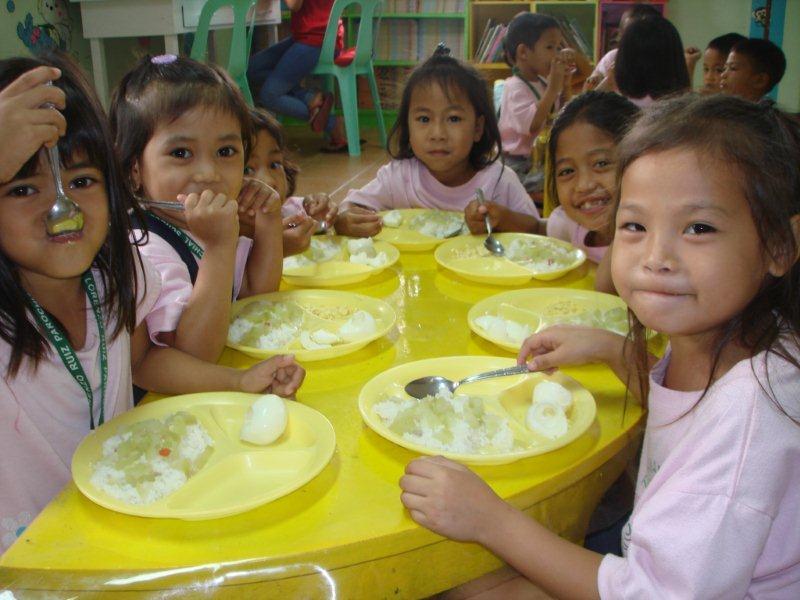 kindergarten feeding